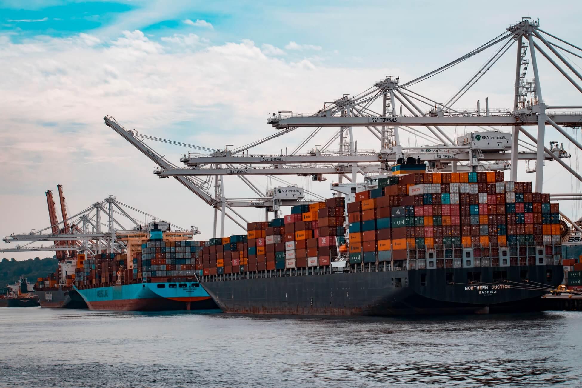 Megbízható és biztonságos: a tengeri szállítmányozás előnyei az Ön számára